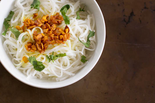 Rice Noodles with Garlic Turmeric Oil